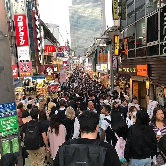 """紫空真 on Instagram: """"この人の多さは東京独特やな。今年か来年にじっくり東京周りたいな。#東京 #竹下通り#渋谷 #f4f"""" (57899)"""