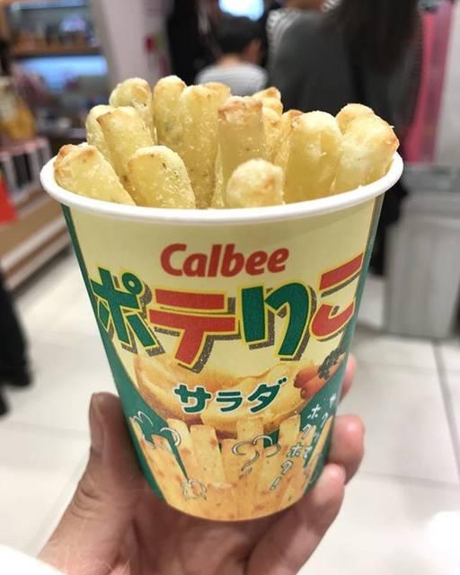 """@shiawasedai on Instagram: """"[ポテりこ(サラダ)] カルビープラス ・ ・ ・ 「じゃがりこ」から生まれたホクホク食感のフライドポテト。 店舗で揚げたてを販売。 カルビーのアンテナショップ「カルビープラス」だけの限定商品。 ・ ・ ・ #potato #frenchfries #calbee…"""" (58188)"""
