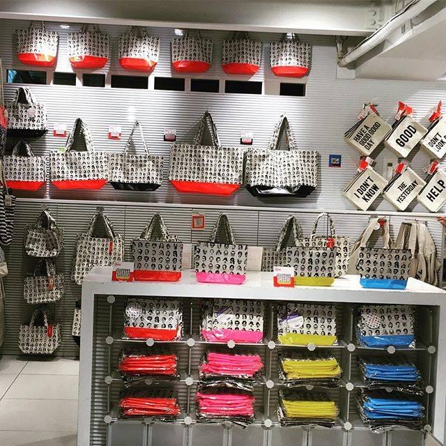 """ASOKO原宿店 shizuka on Instagram: """". . ASOKOの代表的な柄でもあるBuggyデザインの商品に新しいお仲間が登場しました!👏 . . 今回のデザインではカラー展開があります🤗 ポーチは4色、バッグは2色からお好きなお色を選んでいただけます!💁…"""" (58255)"""
