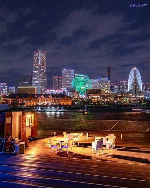 """mimi on Instagram: """"いつもここは人がいるんだけど、閉店間近なので誰もいない景色が撮れた。 みんな船見にいってる🚢 ・ ・ location 横浜 大さん橋(Kanagawa,Japan) ・ ・ 「恋は雨上がりのように」と横浜市がコラボしとる。 横浜大さん橋もスポットにあげられてる。…"""" (59321)"""