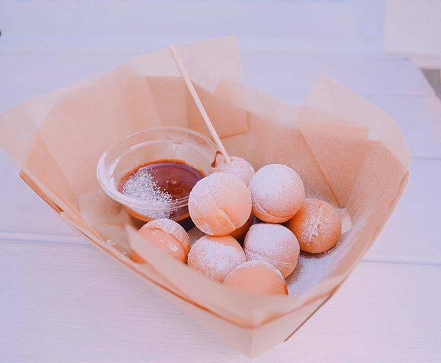 """Saori on Instagram: """"・ 娘のリクエストで習い事のない日に下北ぶらり👸🏼 ・ ・ ・ これは青いレンガのベビーカステラ♥ ・ 出来たてはもちろん美味しくて、、 冷めてもふわふわらしい😌 次はホイップので食べたいなー🌸 ・ #chocolate #mydaughter #teatime #sweets…"""" (59458)"""