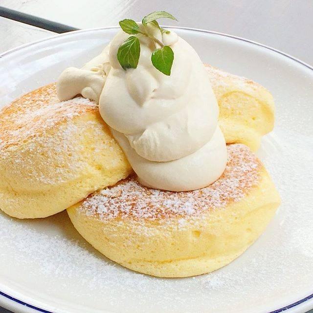 "FLIPPER'S on Instagram: ""【FLIPPER'S 】 おはようございます😊オリジナルメープルバタークリームがたっぷりのった「奇跡のパンケーキ プレーン」✨✨素材をいかしてじっくり丁寧に焼いたスフレパンケーキとメープルバタークリームは最高の組み合わせ🎉ぜひお試しください。 ・…"" (59467)"