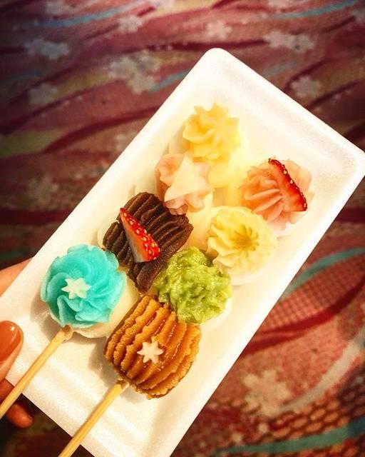 """Kasumi on Instagram: """"名古屋旅✈︎ めっちゃ走って汗かいたけど、 17時ギリギリに行って、 最後のお客さんになれました。 恋小町だんご🍡 全部味が違うの。 可愛くて美味しかったよ💛 これが食べたくて犬山城下町へ行ったからほんとよかったよ(´;ω;`) #旅#観光#名古屋#犬山城下町…"""" (59544)"""