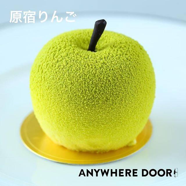 """ANYWHERE DOOR 【公式】 on Instagram: """"原宿名物【原宿りんご】🍏🍎 国産の紅玉でつくったこだわりのムースで、角切りのりんごのコンポートを包み込みました。  周りにはパウダー状にしたホワイトチョコレートを丁寧に吹きかけ、見た目も美しいスイーツに仕上がっております。  #エニウェアドア #エニドア…"""" (59945)"""