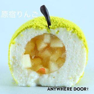 """ANYWHERE DOOR 【公式】 on Instagram: """"中はふわふわでりんごの爽やかな甘みと酸味、瑞々しい果汁が口いっぱいに広がります💕  #エニウェアドア #エニドア #anywheredoor #りんご #原宿りんご #原宿 #アップル #プレゼント #ギフト #バースデーケーキ #ケーキ #バースデー #インスタ映え…"""" (59946)"""