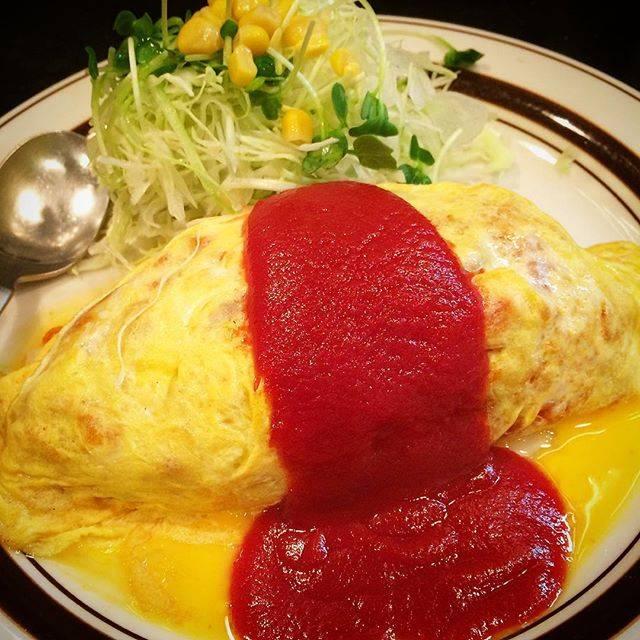 """サトイモ on Instagram: """"夕飯に大好きな #オムライス を食べたら力がわいた!これで明日の仕事もがんばろう☺️ #大好物 #ケチャップ #池袋"""" (59971)"""