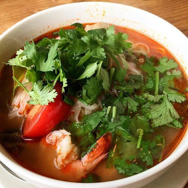 """@miko_desu on Instagram: """"ランチはいつの間にか沖縄料理からタイ料理のお店に変わって今月オープンしたばかりの#タイのごはん #ラークパクチー で😋ランチは850円♪午後も仕事なのでビールが飲めなくて残念🍺ランチがあるのは嬉しい💕#ランチ #トムヤムヌードル"""" (60130)"""