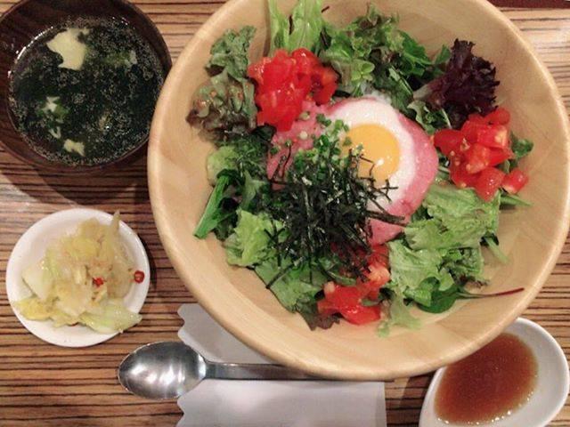 "Eimi Suzuki on Instagram: ""ネギトロサラダ丼。お味噌汁、スープ、漬物がセルフサービス。初めて入ったお店だったけど、量も多くて大満足!!#下北沢 #shimokitazawa  #定食 #カフェ #黒川食堂 #ネギトロ丼"" (60175)"