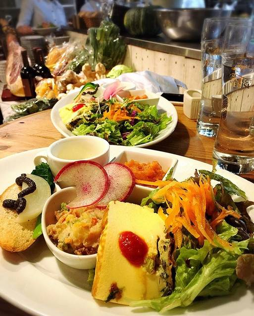 """jumie on Instagram: """"* * * ランランランチ~~⁽ ¨̮⁾⁽¨̮ ⁾*˚‧♡ * * てんこもり前菜だけで おなかいっぱい ༘* * やっぱりめちゃ🐴♡♡ * * 作戦会議も兼ねて。 * あーーーん どこでもいいから逢わせてっっ♡ᵎᵎᵎ * * * #梅田 #umeda #梅田ランチ…"""" (60569)"""