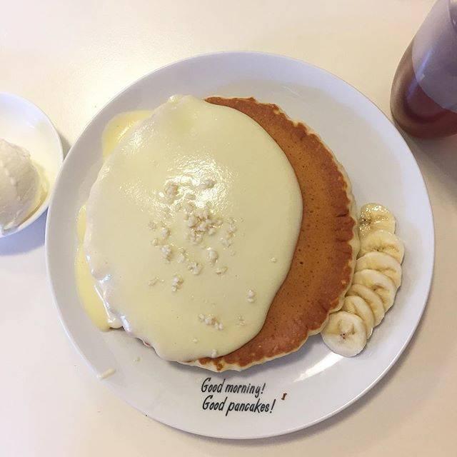 """viva on Instagram: """"🥞💖🌺🏝🌈 沖縄でハワイアンパンケーキ🥞✨ ナッツナッツパンケーキにアイスクリームをトッピング🍨 生地モチモチだよー💖 ・ ・ #沖縄 #パニラニ #ハワイアンパンケーキハウスパニラニ #ナッツナッツパンケーキ #数量限定 #パンケーキ#okinawa #pancake…"""" (61821)"""