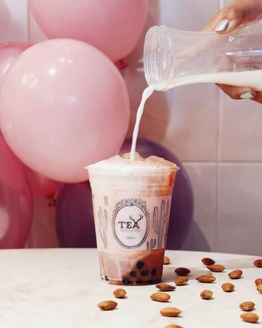 """アルフレッド ティー ルームさんはInstagramを利用しています:「Are you feel'n enough LA ? 🌴 We are introducing """"Almond Milk"""" as our tea family💕 . アルフレッドティールームでは、アーモンドミルクがカスタマイズに新登場✨ #alfredtea…」 (62062)"""