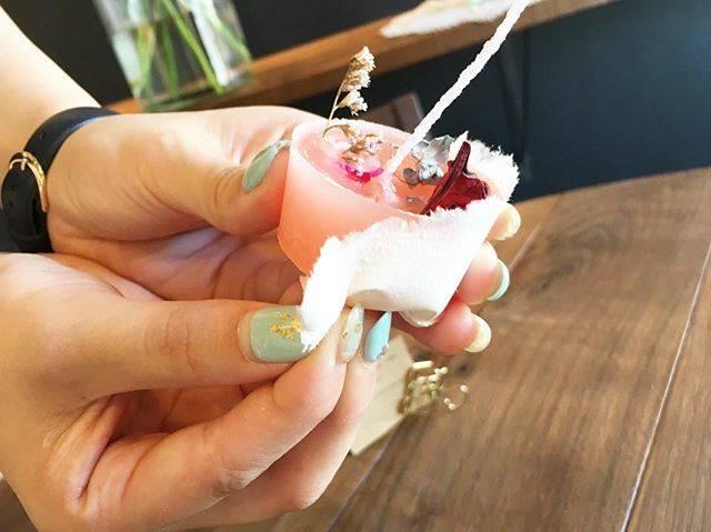 """吉田建設の日常やイベントの様子を伝えるページ on Instagram: """". 8/1はキャンドルナイト! . オーナー様に配るキャンドル、またSW会のイベントでお配りするキャンドルを作るため、キャンドルの試作をしました! . 昨年とは違い、紙コップとクレパスで色づけして、アロマを入れて作りました! . 可愛いですね💕 . #キャンドルナイト…"""" (63055)"""
