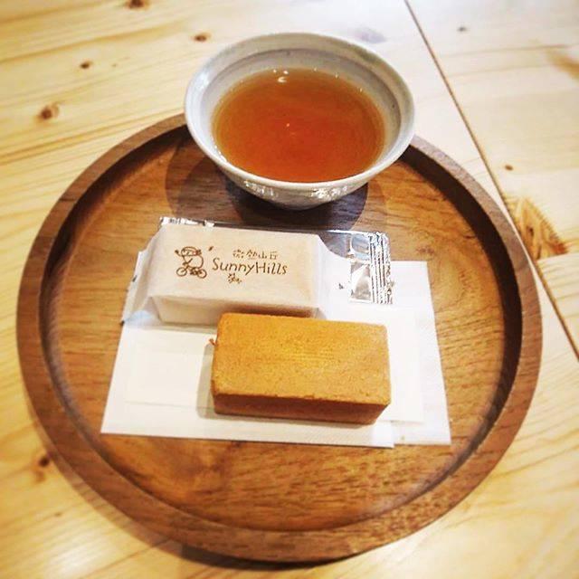 """kokorowaoosama on Instagram: """"パイナップルケーキ@サニーヒルズ台北で有名なパイナップルケーキの日本店。台湾と同じように、おもてなしのお茶とケーキがいただけます🌟#サニーヒルズ#微熱山丘#パイナップルケーキ#表参道#試食ではなくおもてなし"""" (63463)"""