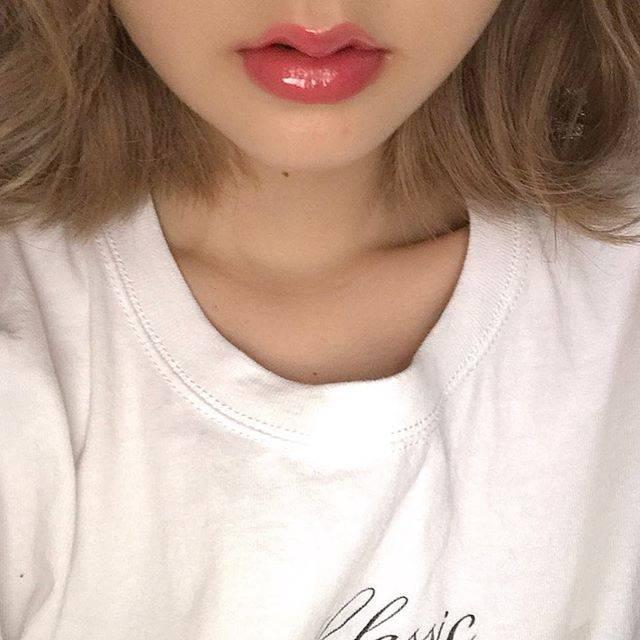 """haru🍑 on Instagram: """"唇小さいからリップすごいオーバーに塗る💋(笑) オレンジピンクな気分〜♡ 雨ふりすぎなでいおふ . #makeup #me #ootd #メイク #美容師 #dayoff #原宿 #表参道 #美容室 #ハイトーン #カラーモデル募集 #カラーモデル募集中 #ベージュ #リップ…"""" (63702)"""