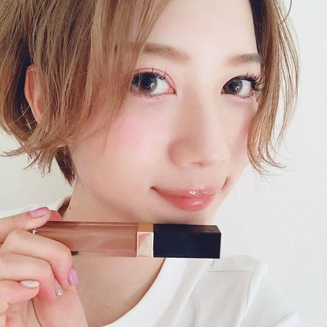 """清 舞花(kiyoshi maika) on Instagram: """"· · · · 🌟new cosme🌟 SUQQU フロウレス リップグロス 01 VoCE 2018年上半期ベストコスメ リップグロス部門 1位✨ VoCEの特集ページ見て一目惚れ😍‼️ 落ち着いた大人っぽさの出る ヌーディカラー、かなりよきです✨ · · · #suqqu…"""" (63717)"""