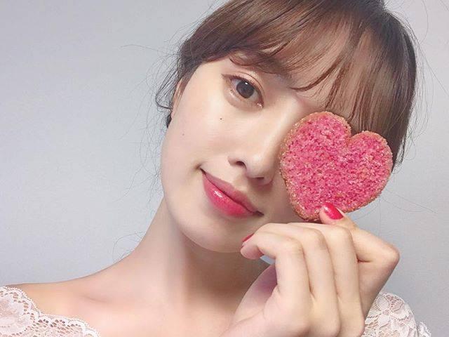 """Risa Miyauchi (宮内理沙) on Instagram: """"pink💄💗.ちょっと前のだから髪明るい😳何色のメイクが1番似合うんだろう‥🤔💡自分ではブラウン系が多くて、最近では頬に少し粗めのラメをのせるのにハマっています٩(๑❛ᴗ❛๑)۶.@shiseido"""" (63941)"""