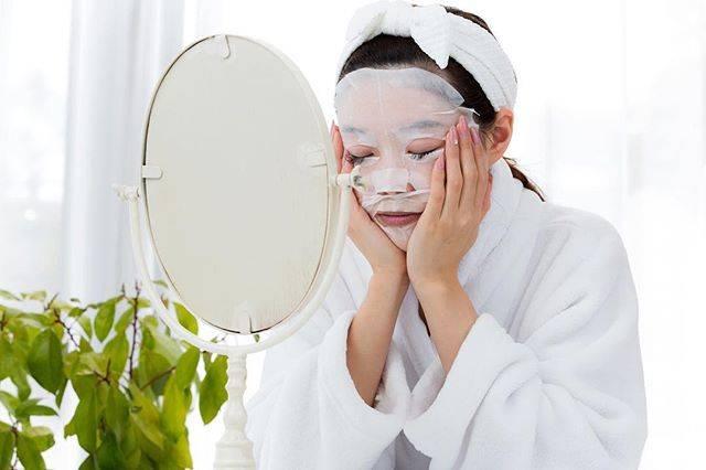 """PROMO on Instagram: """"お気に入りのフェイスマスクはある♪??  びっくりするくらい肌が乾燥してる😭 なんだかお化粧ノリが悪い😱 明日は絶対にキレイな肌で出かけたい😂 ゆっくりリラックスしたい😌  特別なスキンケアと言えばフェイスマスク!! 普段の化粧水や乳液にプラスOneすると…"""" (64059)"""