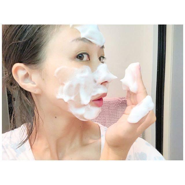 """Maako Yoshikawa on Instagram: """"✴︎ DMでお問い合わせいただいた美容質問の中で ・ 【大人ニキビ】 【毛穴ケア】 【洗顔】 ・ に関してのお返事を長くなったのでblogの方でUPしました🌿 ・ よかったら見てください💡 ・ 洗顔法は動画でもよかったかも、、と後悔。 どうか伝わりますようにw ・ ・…"""" (64481)"""