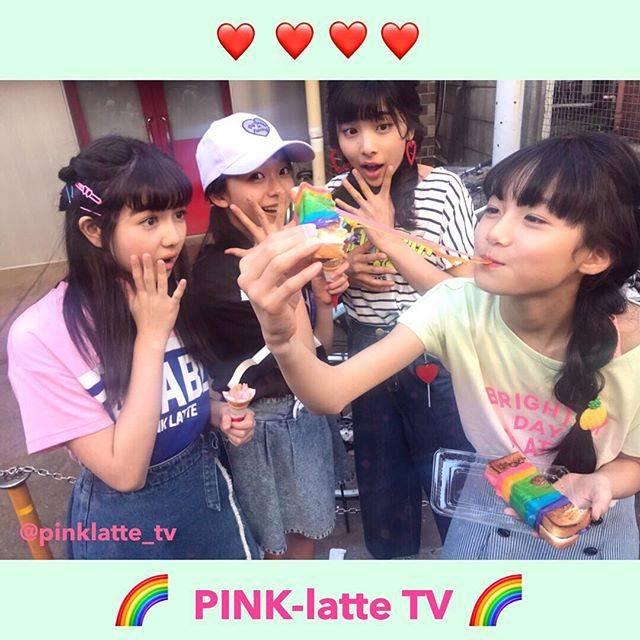 """PINK-latte TV (ピンクラテTV) 公式 on Instagram: """"💟 PLTVオフショット 💟 #レインボーチーズサンド ・ びよーーーーんと伸びて おどろく4人😹🧀✨🌈 モッツァレラチーズはとろとろ💗 パンはサクサク🍞 で 見た目のかわいさも、味も最高だったよ😍 ・ #ピンクパトロール#ピンパト#PINKlatteTV #PLTV…"""" (65565)"""