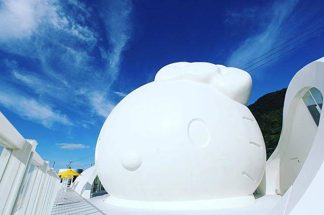 """関西★写真部 on Instagram: """"#関西写真部  直径14mの大きなキティちゃん 店内にはキティちゃんがいっぱい! 海沿いでお天気もよく 気持ちよかったです☺️ ・ ・ ・ 📷兵庫 photo @kansha29 *maki* #lovehyogo  #あなたに撮られたい兵庫  #ハローキティスマイル…"""" (66178)"""