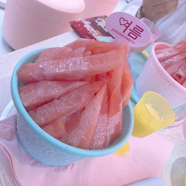 "Nanako Gunji on Instagram: ""あやちゃんがオススメしてたカフェ🐏💓@aya.you.love.r  店内かわいかったしおいしかった🐰💓また行きたい〜! #カフェヨルム #cafeyolum #yolum #韓国 #原宿 #原宿カフェ #原宿スイーツ #かき氷 #スイカ #🍧 #🍉 #cafe #カフェ巡り…"" (66640)"