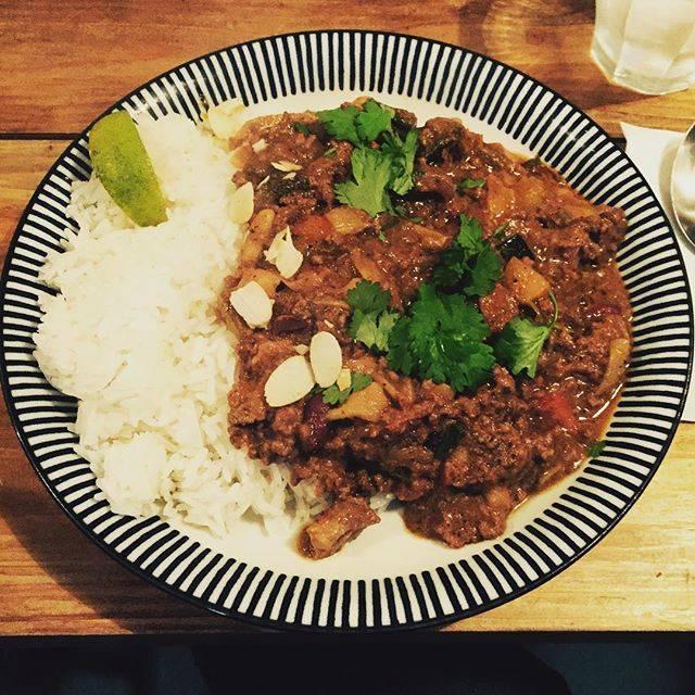 """ノミヤマリュウタ / ryuta nomiyama on Instagram: """"久々のTikiラムと長ネギのキーマカレー久々のカレー、なぜかヌワラが恋しくなった。#curry#tiki"""" (67254)"""
