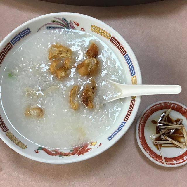 """小川 貴仁/Takahito Ogawa on Instagram: """"中華街に早く来た時はここへ。いつもは海鮮系だけど、今日はモツ皿を頼まなかったのでモツ粥で。王道の美味しさ、そして油條が効いてる。#元町中華街#安記#牛肚粥#もつおかゆ#東京中華料理部番外編"""" (67322)"""