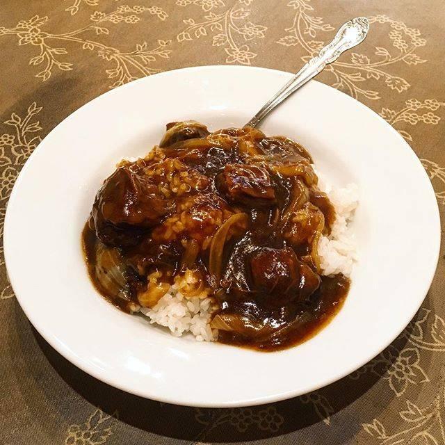 """さとうのカレー on Instagram: """"『#牛腩咖哩飯 』スープ付き¥900 ギャーー。 こんな夏の日に、ゆるっと中華系ナンバルワンが君臨してしまった . 香ばし醬にふわほろ牛くん🐄 . 気持ち濃いめの塩分だけど汗かくからダイジョーブ . なのか #保昌 #牛バラ肉カレーご飯 #横浜中華街カレー #カレー…"""" (67488)"""