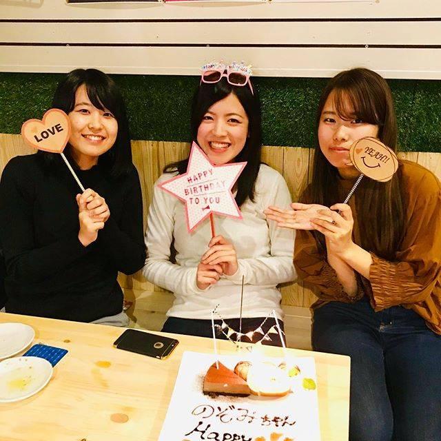 """cafe ILare カフェイラーレ on Instagram: """"先日はサプライズでのbirthday🎉🎉🎉 のぞみちゃん、お誕生日おめでとうございます👏( ˊᵕˋ )  当日でもサプライズできますので、来店の際こそっとお申し付けください😋  #パッピーバースデー #誕生日 #HappyBirthday #サプライズ #スイーツ#カフェ…"""" (68037)"""