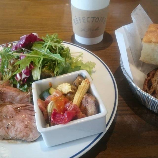 """柳沢小実   Konomi Yanagisawa on Instagram: """"朝の8:30から開いている、原宿のParis。食べきれないパンは、袋をもらって持ち帰れます。友人知人との遭遇率が高くて、今日は眼鏡スタイリストの藤さんとバッタリ。"""" (68541)"""