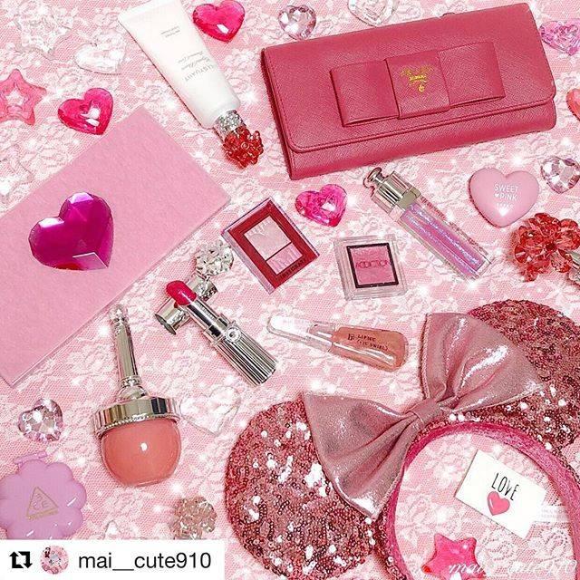 """JILL STUART Beauty 公式 リポスト専用 on Instagram: """"#Repost @mai__cute910 with @get_repost ・・・ . いつもコメントやいいねを ありがとうございます😌💗とっても嬉しいです🎀💕 . ピンクバトンをたくさん頂いていたので今日は 大好きな私のピンク×キラキラコスメを集めてみました💖 .…"""" (69335)"""