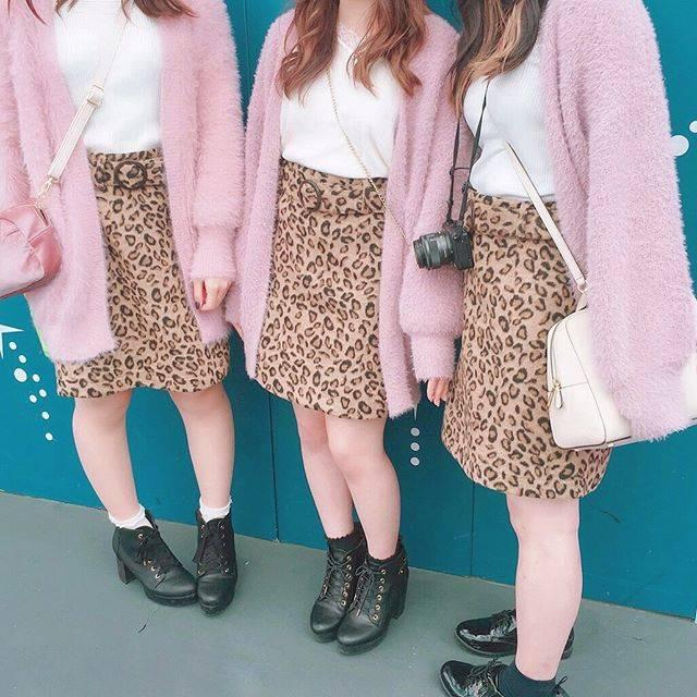 """Aina on Instagram: """"..2日目はレオパード❤️.#disney#disneyland #leopard #pink#cardigan#cordinate #ディズニー#ディズニーランド#35周年 #ヒョウ柄#レオパード#ディズニーコーデ #ピンクコーデ#カーディガン#4つ子#ちゃりめん"""" (69384)"""