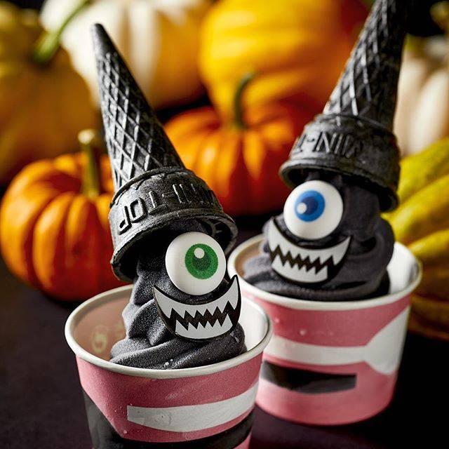 """IKEA JAPAN on Instagram: """"\10月31日限定 ブラックゴースト ソフト/ 明日のハロウィンには、一日限定でスペシャルなソフトクリームが登場!イケアストア1階のビストロにて各店 限定150個の販売です。 他にも真っ黒なカレーや忍者ドックなど、ハロウィンを彩るカラフルなメニューもご用意しています。…"""" (69572)"""
