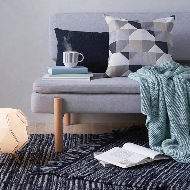 """IKEA JAPAN on Instagram: """"大寒も過ぎましたが、まだまだ寒い日が続きますね。  家の中で肌寒さを感じたら、イケアのひざ掛けをどうぞ。 肩から羽織ったり、ソファのアームレストに掛けるだけで、いつもよりあたたかく過ごせます。 ・…"""" (69574)"""