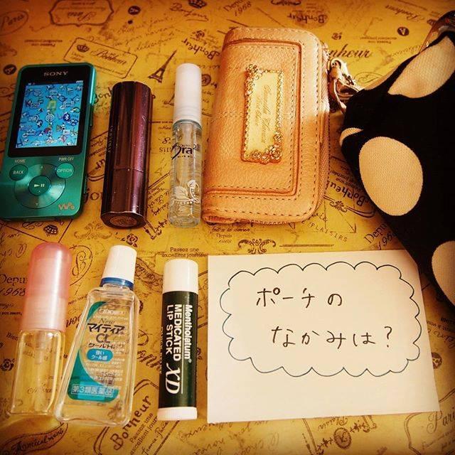 """SAKI on Instagram: """"ポーチの中身は? 毎日持ち歩いているポーチの中身です♡ このほかは常備薬など… このポーチを持ち歩くことになって、全てのバッグにリップを仕込む必要がなくなりました(笑)#女子力皆無  #ポーチ …#ayanokoji  #キーケース …#samanthathavasa…"""" (69819)"""