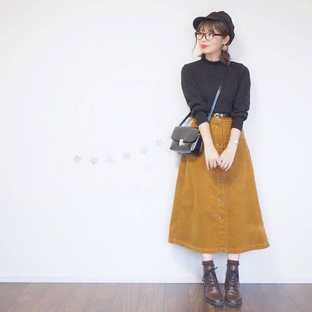 """hime on Instagram: """"#ママコーデ *. いつかのお仕事コーデ✨ *. *. tops&skirt&shoes&cap @gu_global @gu_for_all_ bag @wego_official *. *. マスタードのスカートを主役にしたかったので、あとはダークカラーで♬*゚…"""" (70037)"""