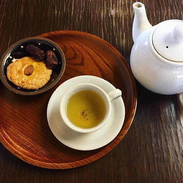 """藤田 二郎 on Instagram: """"おあとに七葉胆参茶てお茶を頼みました🍵苦甘く、身体の芯からポカポカにあたたまりました^_^#中目黒 #中国茶  #岩茶 #薬茶 #岩茶房"""" (70102)"""