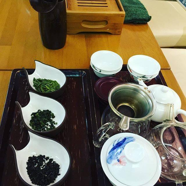 """香音 on Instagram: """"#茶泉 経堂で中国茶入門講座。土井秀夫オーナーのお話は豊かで楽しくて、とても贅沢な時間でした。"""" (70113)"""