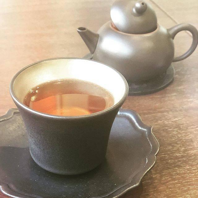 """noriko akagawa on Instagram: """"お腹の空かないランチタイムに ふと思い立って人形町にある茶韻館さんへ ・ 丁寧に入れてるれる中国茶を一煎だけ ・ 心がしっかり満たされて 大手コーヒーチェーンと同じ価格帯なのに こんなに満たされた気持ちになる ・ 心が空虚になると 食べ物で満たしたくなるから 今日は余計に…"""" (70136)"""