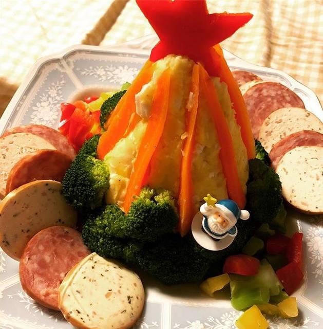 """亮子 on Instagram: """"今年のツリーサラダはこうゆう飾り付けになった#ツリーサラダ #毎年恒例 #いぶ #くりすます"""" (70435)"""