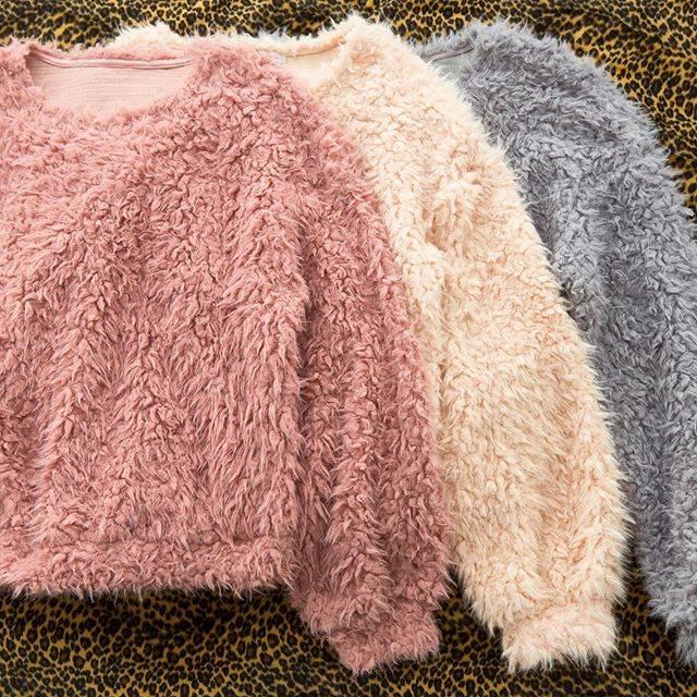 "WEGO on Instagram: ""✔︎fluffy pulluover ¥2,990+tax#wego#ウィゴー#ladies#レディース#fashion#fluffy#pulluover"" (70703)"