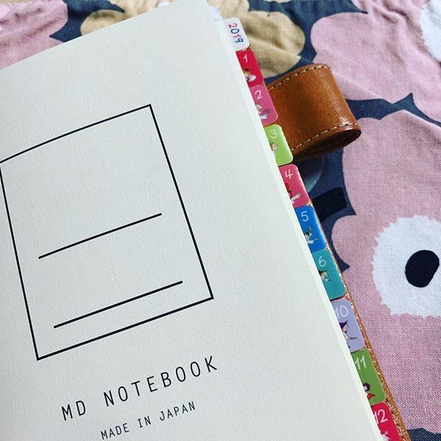 """おもち on Instagram: """". 週末野心手帳とCITTA手帳の他に、 雑記帳で #MDノート の無罫使ってます。 結構、ワクワクリストとかwish listに 考えるとか調べるとか出てきがちなので なんでも書けるように。 以前使ってたほぼ日手帳のレザーのカバーに入れて持ち歩き用!…"""" (70963)"""