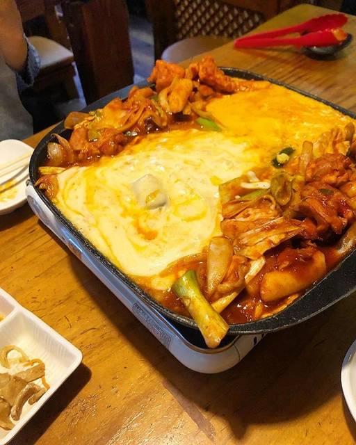 """ぷーこ on Instagram: """"・📍#韓サラン 🥘#dinner市場カルビの姉妹店、甘辛さがちょうど良かった!店内は市場カルビより席の間隔がゆったりしてて落ち着いてお食事できる!・#チーズタッカルビ #チーズダッカルビ #新大久保グルメ#新大久保 #韓国料理"""" (71004)"""