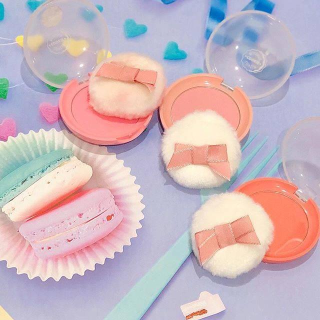 """skin holic✨스킨홀릭✨スキンホリック on Instagram: """"・ ETUDE HOUSE 💒💞 ラブリークッキーブラッシャー🍪 パッケージが可愛くリニューアル🎆❕ ・ ラブリーなパフで, ポンポンするパウダリーブラッシャー☁️💗 ・ ピーチやオレンジ🍊🍑 など、お菓子のようなスイートカラーになっています~ほっぺを可愛く彩って愛され顔に☺️…"""" (71103)"""
