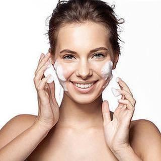 """Maylily on Instagram: """"基礎化粧品 1番大事なことは #メイク落とし と #洗顔 です  #メイク落とし ・ #洗顔 #正しいものを #正しく行う だけで #肌は変わります。 高いお化粧水や美容液、クリームを使う前に #メイク落とし、#洗顔を見直しましょう!! #メイク落とし はメイクを落とします…"""" (71472)"""