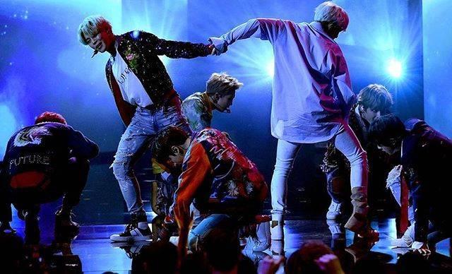 """Сеть кинотеатров КАРО on Instagram: """"Мы открыли дополнительные сеансы на фильм-концерт BTS WORLD TOUR: LOVE YOURSELF! 🔥 Только 26 января в кинотеатрах по всему миру! Билеты в…"""" (71511)"""