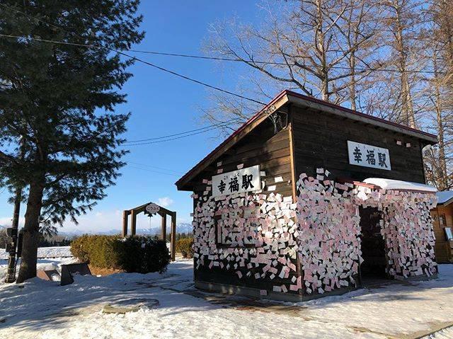 "Katsuhiro Tomohisa on Instagram: ""【旅の記録】Dec. 20, 2018  Location : 北海道 幸福駅  愛国から幸福へ、流行りましたねぇ^_^ 今でも駅舎は残って、切符がいっぱい貼ってありました^_^  #写真好きな人と繋がりたい  #photography  #inspiring_shots…"" (73052)"