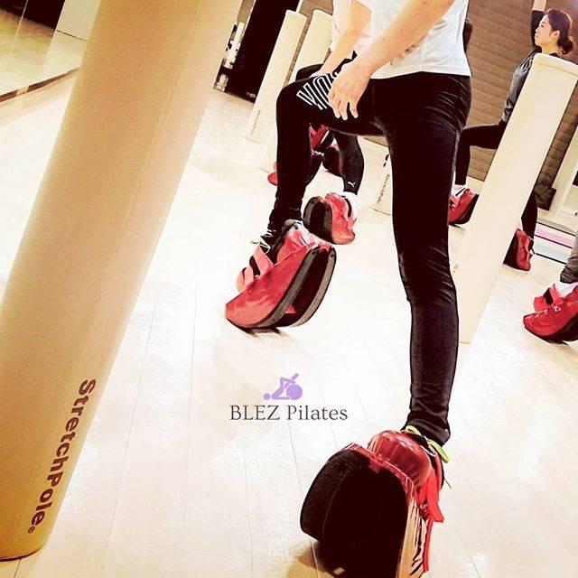 """Akemi on Instagram: """"* 2019.1.27  OL時代の私を変えた コンディショニングツール 『Masterstretch×Bungeetone』  BLEZ Pilatesでは 赤い靴にバンジートーンという ゴムチューブを装着することで より効果的なレッスンを行います。  何となくの…"""" (73588)"""