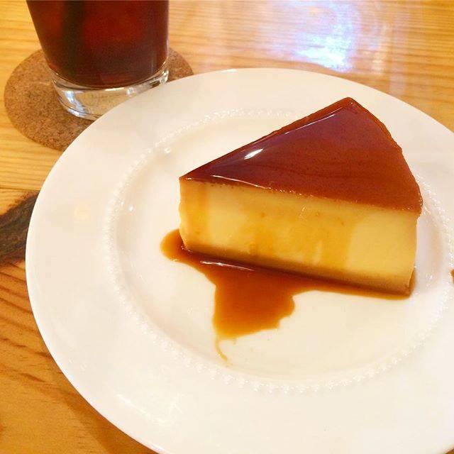 """@popokazuma on Instagram: """"四ツ谷、トラノココーヒー🐯 ケーキ型のプリン🍮✨✨ 。その名は、『たまごたっぷりん』(380円)😋 。 #四ツ谷カフェ#新宿カフェ#トラノココーヒー#toranokocoffee#カフェ巡り#プリン"""" (73763)"""