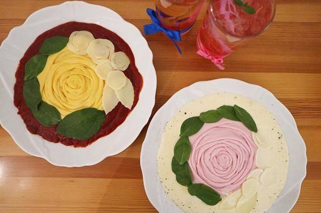 "Rika Nagasaki on Instagram: ""#映えオムライス 🥚🎀💙 #バラオムライス#下北沢#下北沢カフェ#下北沢グルメ#cafetint#cafe#カフェティント 🌹赤いクリームはトマト🍅 🌹白いクリームはチーズ🧀"" (73952)"
